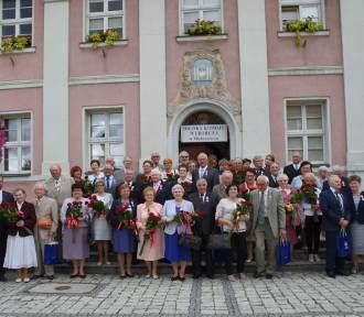 Niecodzienna uroczystość w ratuszu; 18 małżeństw świętowało Złote i Diamentowe Gody! [ZDJĘCIA,
