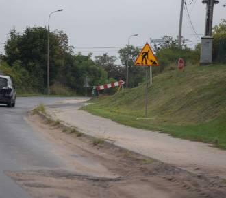 Ruszyły prace wzdłuż remontowanej ulicy. Co jednak z samą jezdnią?