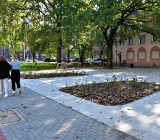 Skwer na rogu ulic Ozimskiej i Plebiscytowej odnowiony tylko w części. Co z resztą?