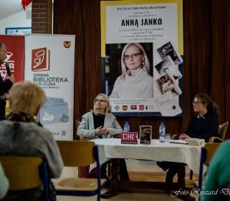 Anna Janko spotkała się z czytelnikami w bibliotece w Trąbkach Wlk.