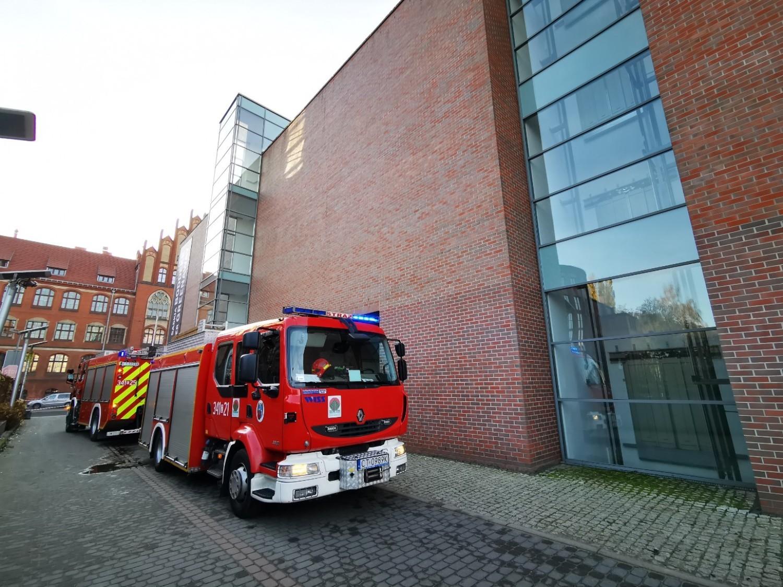 """Pożar w Centrum Sztuki Współczesnej """"Znaki Czasu""""?! Nie, to tylko zaplanowane ćwiczenia straży pożarnej"""