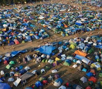 Jak się żyje na Pol'and'Rocku 2018? Zajrzeliśmy do namiotowego miasta, w którym żyje pół miliona