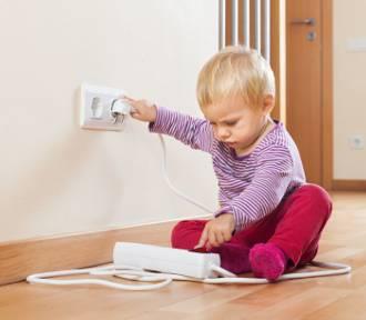 Sprzęty elektryczne a małe dzieci – sprawdź, jak je odpowiednio zabezpieczyć