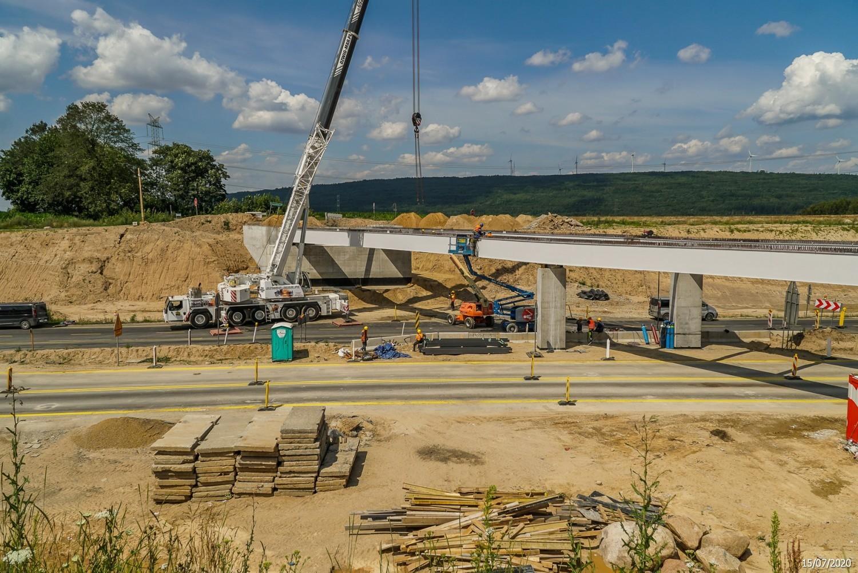 Tak postępują prace na budowie A1 koło Radomska. ZDJĘCIA z lipca 2020