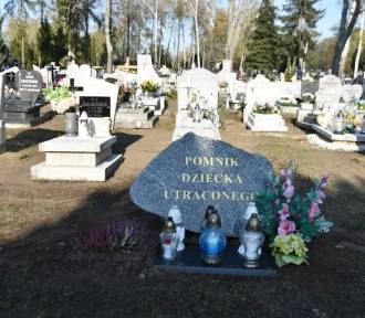 Września: Na cmentarzu komunalnym stanął pomnik Dziecka Utraconego