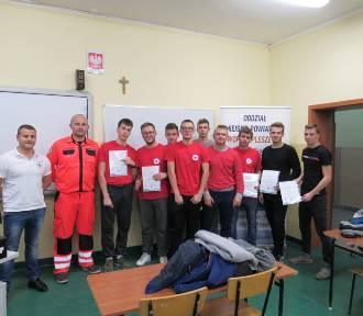 Ratownicy z kursem pierwszej pomocy