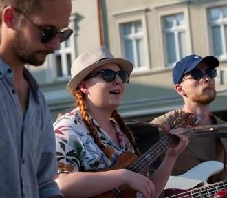 Bydgoszczanka na ukulele prowadziła muzyczną terapię