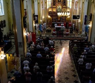 Święto św. Wawrzyńca w Wodzisławiu Śl. Mieszkańcy na mszy św. w kościele WNMP