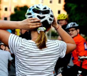 Za co rowerzystom grożą mandaty? Sprawdź, jak jeździć, by nie popełnić błędów!