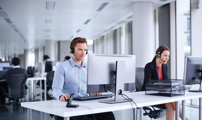 Z Jabra Engage – sam w biurze