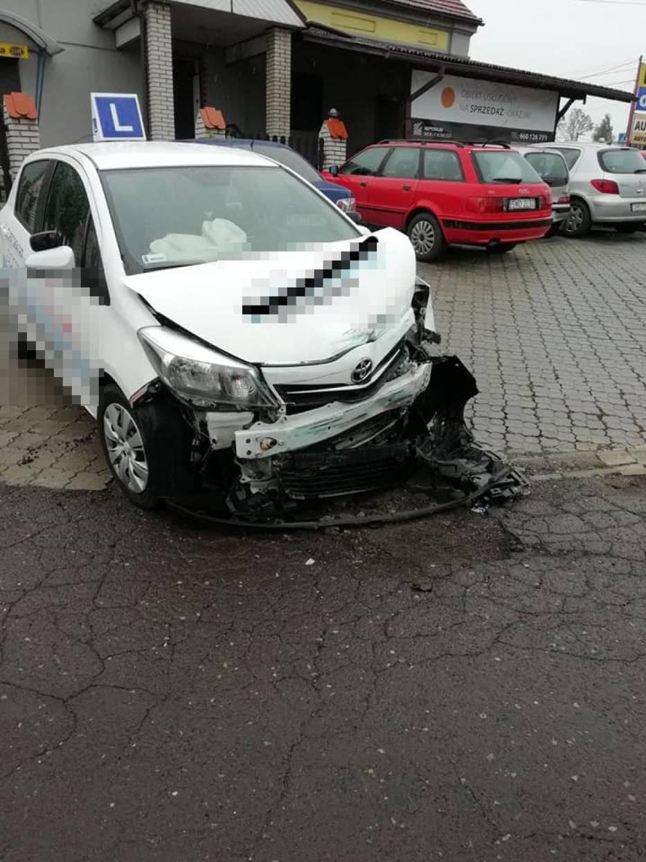 Trzy samochody zderzyły się na skrzyżowaniu w Mszanie