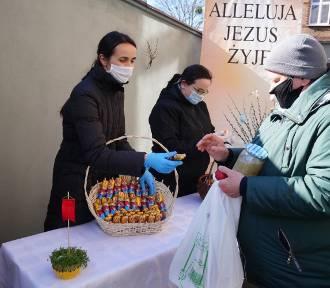 Potrzebujący z Poznania otrzymali dwie świąteczne paczki