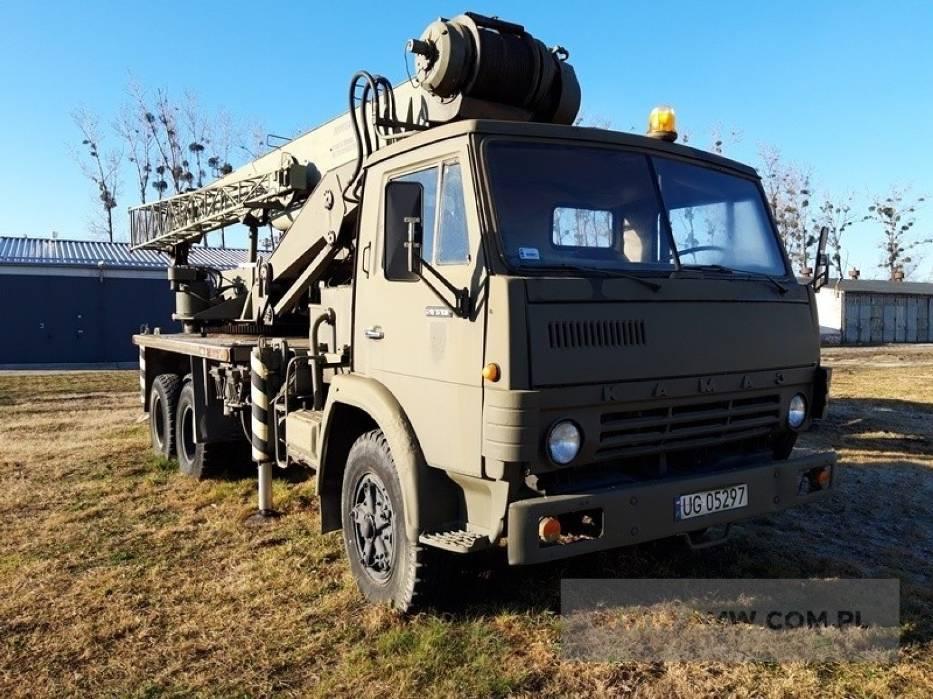 Żuraw DS182T na samochodzie KAMAZ- 53213 o udźwigu 18 t