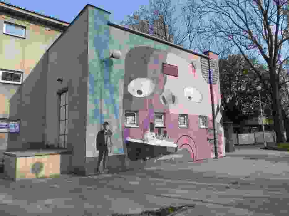 Gombrowiczowski mural na ścianie Zakładowego Domu Kultury w Ostrowcu Świętokrzyskim