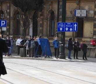 Kraków. Jedyny czynny Punkt Sprzedaży Biletów zamknięty. U pracownika wykryto wirusa