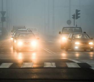 IMGW ostrzega przed mgłami w województwie śląskim. Widoczność może spaść do 100 metrów