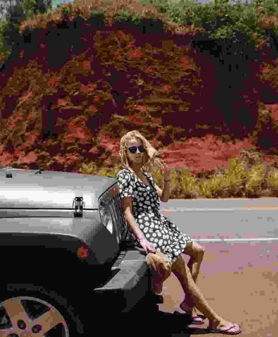 Jessica z kolei wybrała się na Hawaje a tam pokazała bardzo fajną, prostą sukienkę