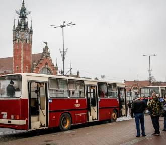 Ikarusy na ulicach Gdańska. Przejazd dla pasjonatów dawnego transportu [zdjęcia]