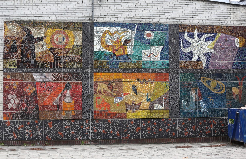 Mozaiki, Warszawa. Kolorowa, długa na pięć metrów kompozycja ukryta w Wawrze [ZDJĘCIA]