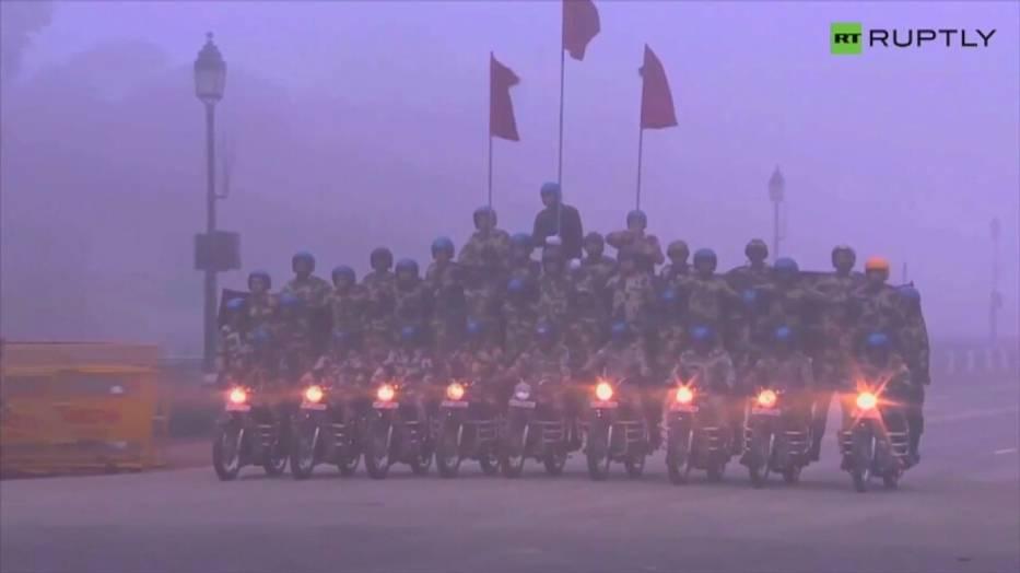 Siły specjalne w Indiach - pokaz na motocyklach