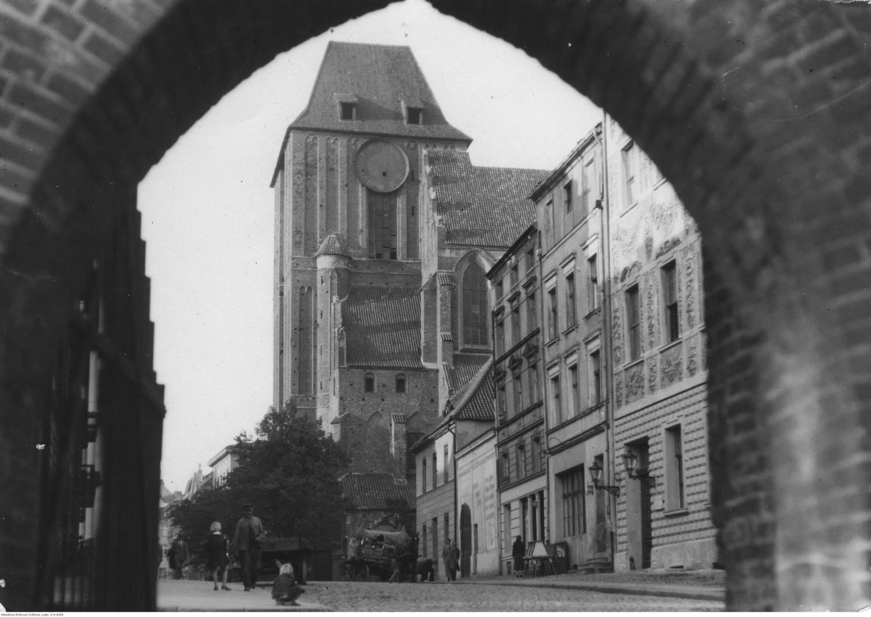 Toruń i jego mieszkańcy na starej fotografii