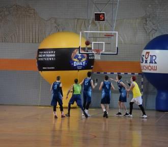 Człuchowska Amatorska Liga Koszykówki. Niebieska Cegła - Rozgwiazdy (zdjęcia, film)