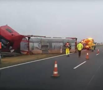 Wypadek cysterny na A4. Samochód wylądował w barierach. Są utrudnienia w ruchu