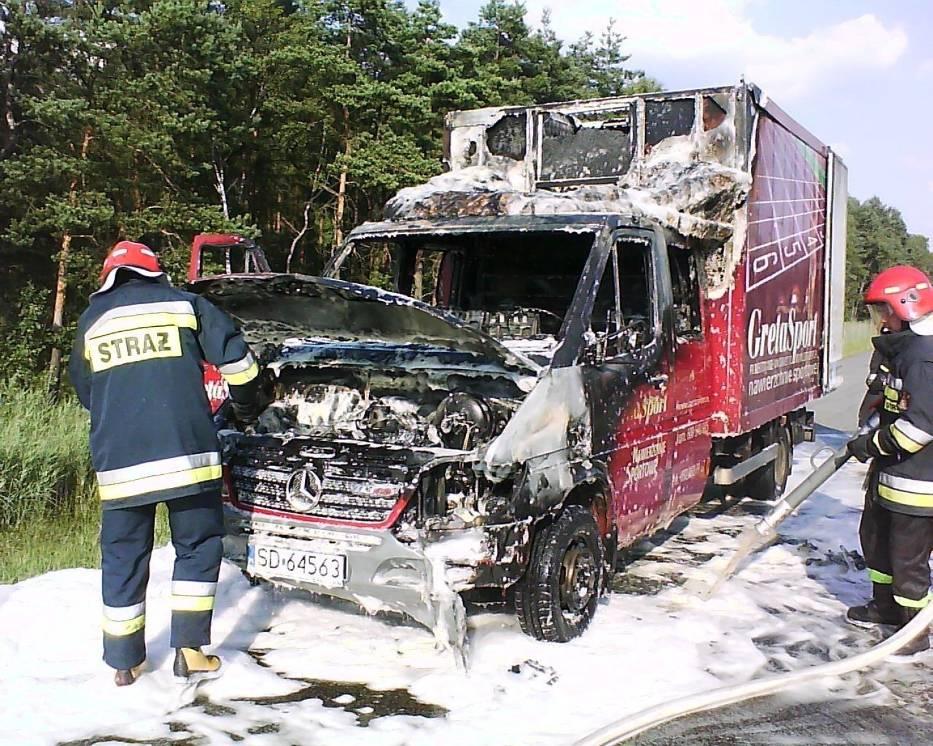 Akcja gaszenia samochodu dostawczego na autostradzie A4