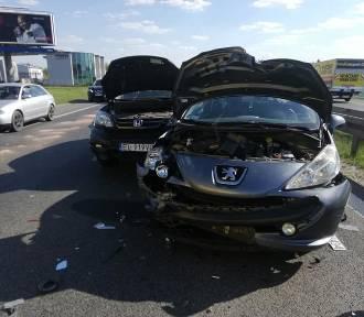 Wypadek pod Łodzią. Zderzyło się 6 aut. Są ranni ZDJĘCIA