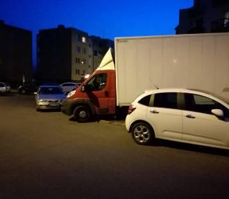 Szamotuły. Zmiany w parkowaniu na osiedlu Kopernika. To zmiany na lepsze? [ZDJĘCIA]
