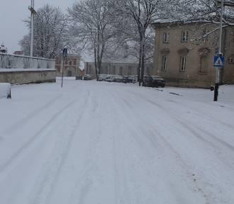 W Zamościu zima nie odpuszcza. Zobacz jak wygląda miasto skąpane w białym puchu