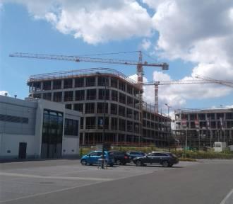Rośnie biurowiec DL Center Point II. Budynek powstaje tuż przy trasie S86 ZDJĘCIA