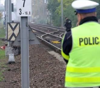 Pociąg potrącił 37-latka. Mężczyzna zginął na miejscu.