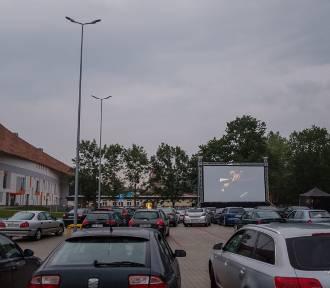 Tarnów. Objazdowe kino samochodowe zagościło w Mościcach [ZDJĘCIA]