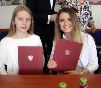 Uczniowie - stypendyści ministra odebrali dyplomy (ZDJĘCIA)
