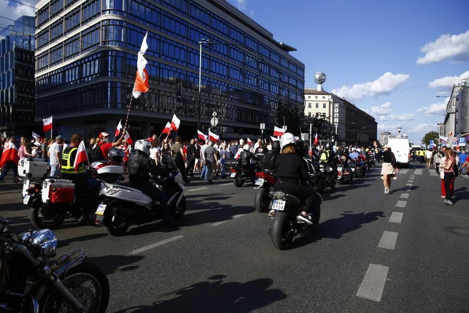 Marsz Powstania Warszawskiego 2020. Narodowcy przeszli ulicami Warszawy