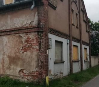 Pruszcz Gdański. Zniszczony budynek przy tzw. starej Wozowni doczeka się remontu |ZDJĘCIA
