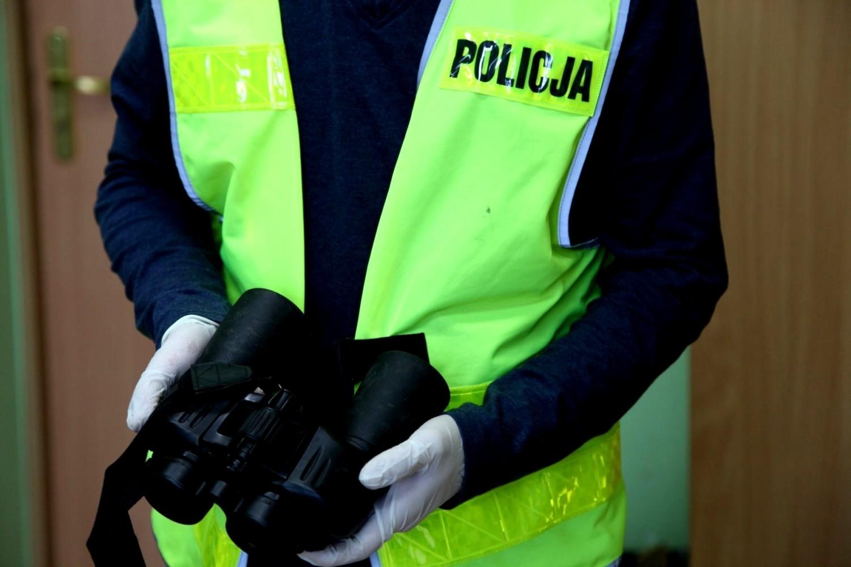 Trzech mieszkańców województwa dolnośląskiego podejrzanych o kradzieże i włamania do samochodów ciężarowych zatrzymali żarscy policjanci z wydziału kryminalnego w pościgu, który zakończył się tuż za Odrą