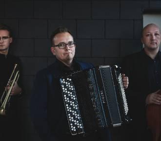 Zagan Acoustic zagrają na dziedzińcu dawnego dzierzgońskiego klasztoru [ZDJĘCIA]