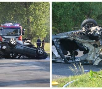 Wypadek w gminie Osięciny. Zderzenie volkswagena z BMW. Sprawca uderzył w drzewo i dachował  [zdjęcia]