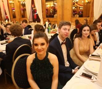 Studniówka 2020 II LO im. Marii Konopnickiej z Katowic [ZDJĘCIA]. Uczniowie bawili się w restauracji