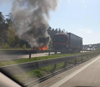 Na autostradzie A4 spłonął samochód. Uwaga na utrudnienia!