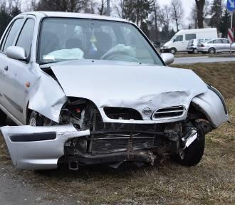 Groźne zderzenie dwóch aut na obwodnicy Wojnicza [ZDJĘCIA]