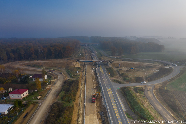 Przejdź do galerii i zobacz, jak budowa drogi S19 wygląda z lotu ptaka