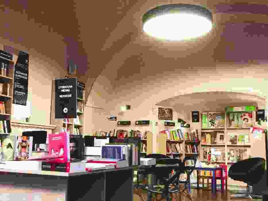 De Revolutionibus. Books&Cafe 1/2