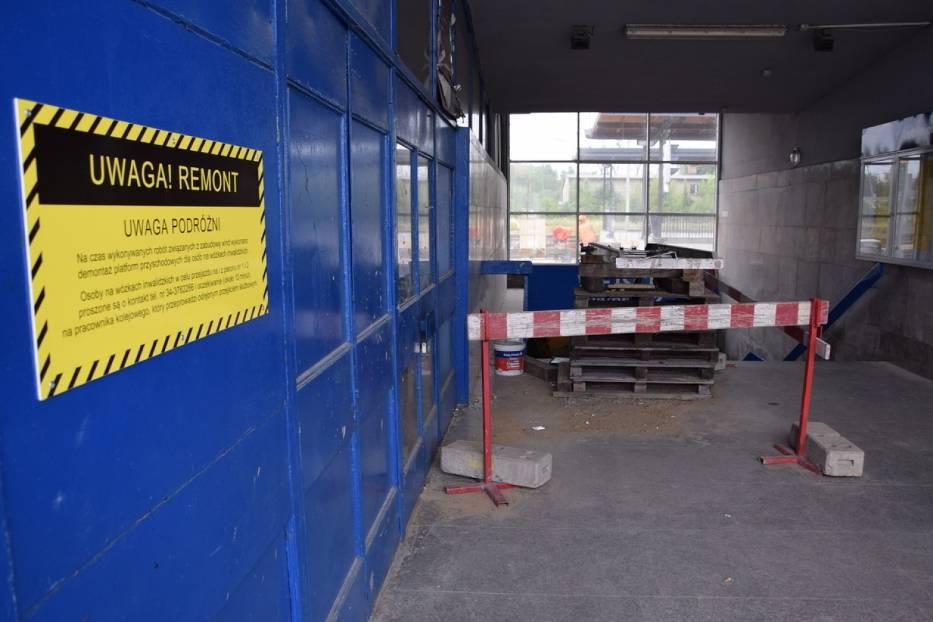 Budowa wind od strony miasta i na peronach dworca PKP w Lublińcu lipiec 2019