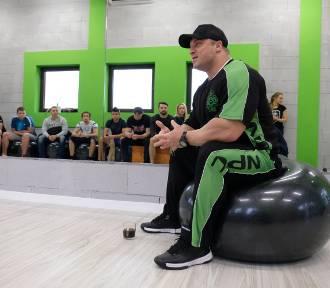Mistrz świata w kulturystyce na otwarciu siłowni [FOTO, WIDEO]