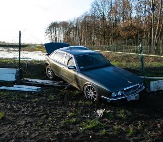 Wypadek na ul. Kniewskiej w Szczecinie. Zderzyły się dwa samochody osobowe [ZDJĘCIA]