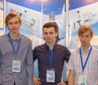 """Absolwenci """"Trójki"""" z nagrodą specjalną dla młodych naukowców w Sofii"""