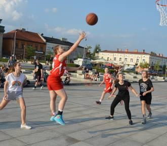 Streetball na pl.Kościuszki w ramach Festiwalu Wolontariatu -Foto+film